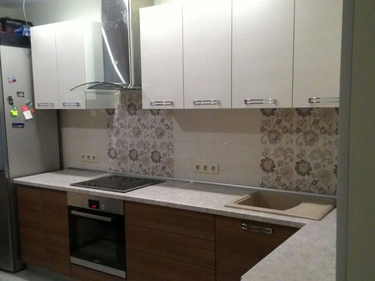 Фото. Кухня эконом класса. Цена 56 тыс рублей